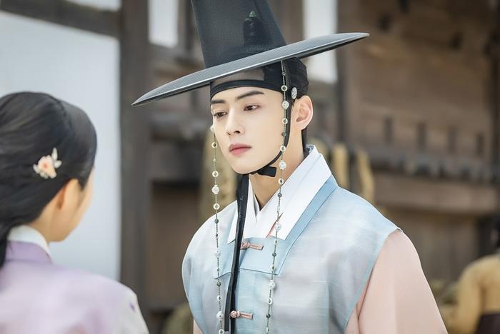 'Rookie Historian Goo Hae Ryung' thả xích ảnh đẹp mê hồn của Cha Eun Woo (ASTRO) - Shin Se Kyung
