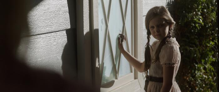 Cô bé Belle – chủ nhân đầu tiên của búp bê Annabelle cũng xuất hiện.