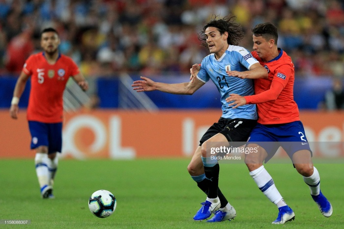 Hàng thủ Chile chơi chắc chắn, khiến Uruguay tỏ ra khá bế tắc.