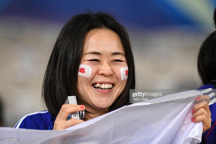 Dù thua trận, nhưng rõ ràng Nhật Bản vẫn được coi là niềm tự hào của châu Á, khi vừa là đội duy nhất giành 2 trận hoà ở vòng bảng mà còn bởi hình ảnh đẹp mà các cổ động viên mang lại.