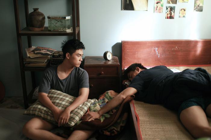 Nổi da gà với teaser phim đam mỹ Thưa mẹ con đi: Hai mỹ nam Việt tình bể bình từ ánh mắt, cử chỉ đến nụ hôn ngọt ngào ảnh 11
