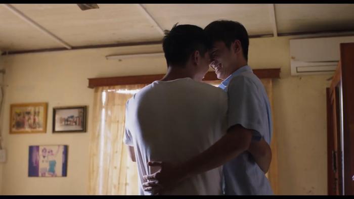 Nổi da gà với teaser phim đam mỹ Thưa mẹ con đi: Hai mỹ nam Việt tình bể bình từ ánh mắt, cử chỉ đến nụ hôn ngọt ngào ảnh 7