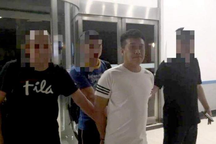 Kẻ tấn công bị cảnh sát bắt giữ.