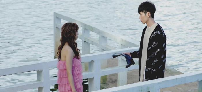 Tập 1 '21 ngày yêu em': Thước phim ngôn tình được mở màn từ chuyến đi bụi của 'nàng công chúa'