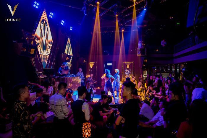 """V.Lounge được ví như một """"thiên đường"""" của giới thượng lưu."""
