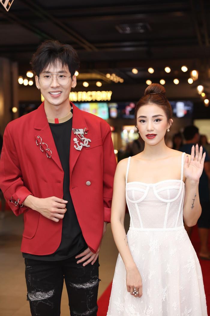Trấn Thành  Hari Won đến chúc mừng, Tuấn Trần bất ngờ ngất xỉu phải nhập viện ngay giữa họp báo ra mắt phim mới ảnh 2
