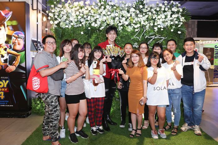 Trấn Thành  Hari Won đến chúc mừng, Tuấn Trần bất ngờ ngất xỉu phải nhập viện ngay giữa họp báo ra mắt phim mới ảnh 7