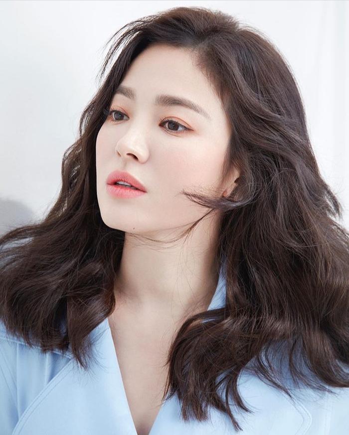 Bạn thân Song Hye Kyo  Song Joong Ki tiết lộ: Cân nhắc việc ly hôn từ đầu năm, họ đã khóc rất nhiều ảnh 2