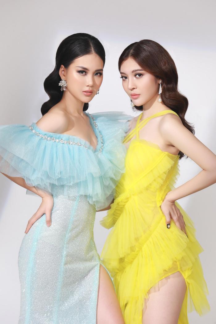 Thực hiện bộ ảnh cùng cô là Bùi Lý Thiên Hương – Hoa hậu Việt Nam toàn thế giới.
