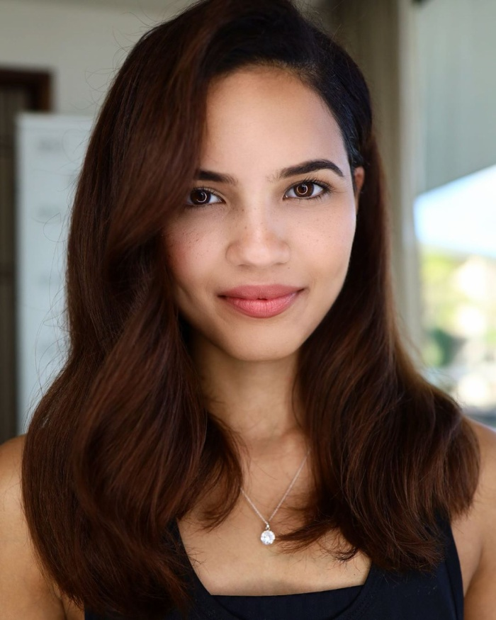 Cô được fan đánh giá có vẻ ngoài hao hao cựu Miss World 2016 người Puerto Rico.