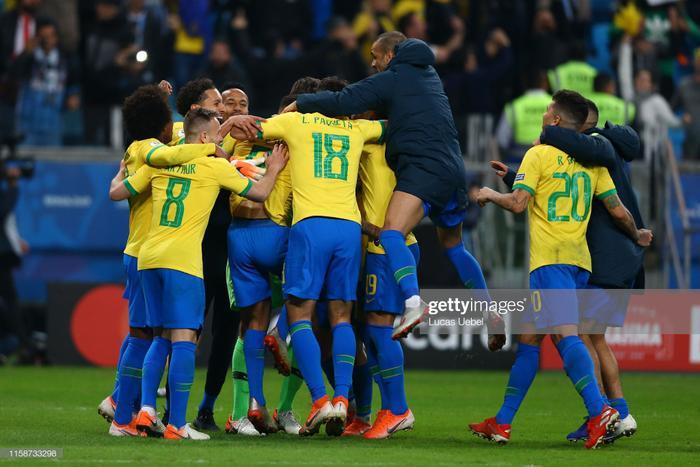 Trên chấm Penalty, Brazil đã chiến thắng Paraguay với tỉ số 4-3.