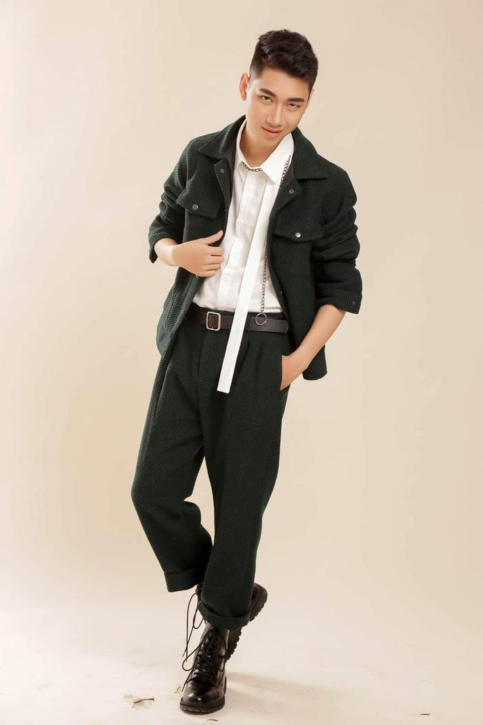 Lúc muốn biến đổi, outfit với áo khoác, quần thụng cùng boots đã đem lại sự thời thượng, chất ngầu cho K-ICM .