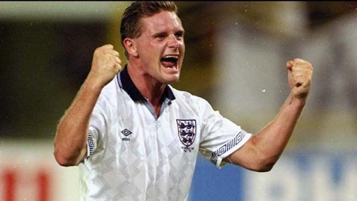 Tuy nhiên, cựu cầu thủ có biệt danh Gazza vẫn là một tượng đài của bóng đá Anh. Huyền thoại sinh năm 1967 này đã giúp ĐT Anh lọt tới bán kết World Cup 1983. Bên cạnh đó, anh còn có tên trong top 20 huyền thoại tài năng nhất lịch sử bóng đá Anh do tờ BBC bình chọn.