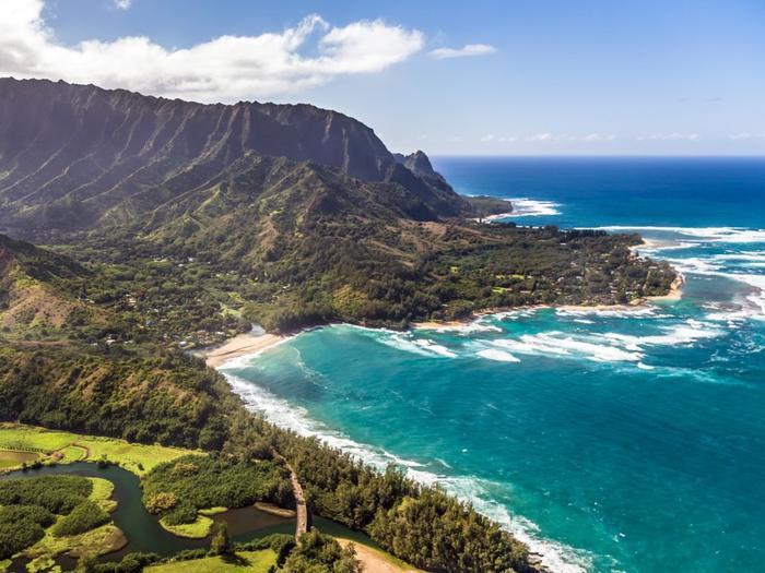 Ive cũng có một căn nhà gần bờ viển ở đảo Kauai, Hawaii.
