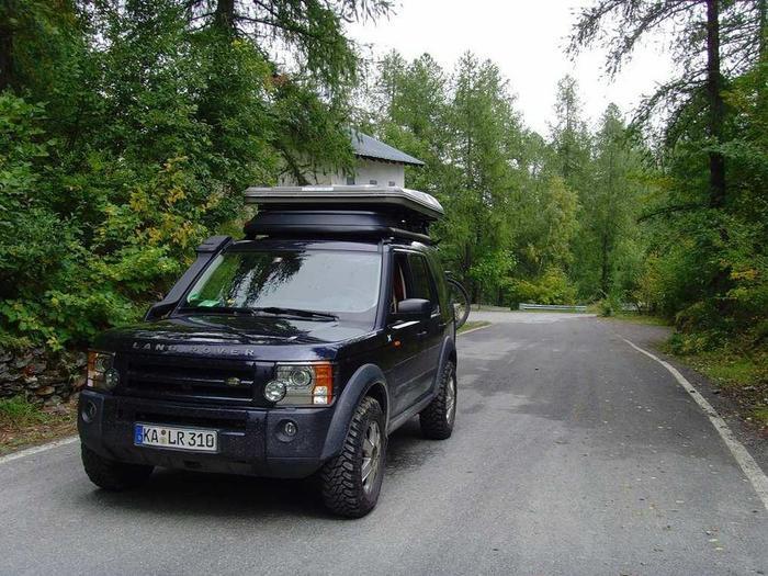 Ông cũng có Land Rover LR3.