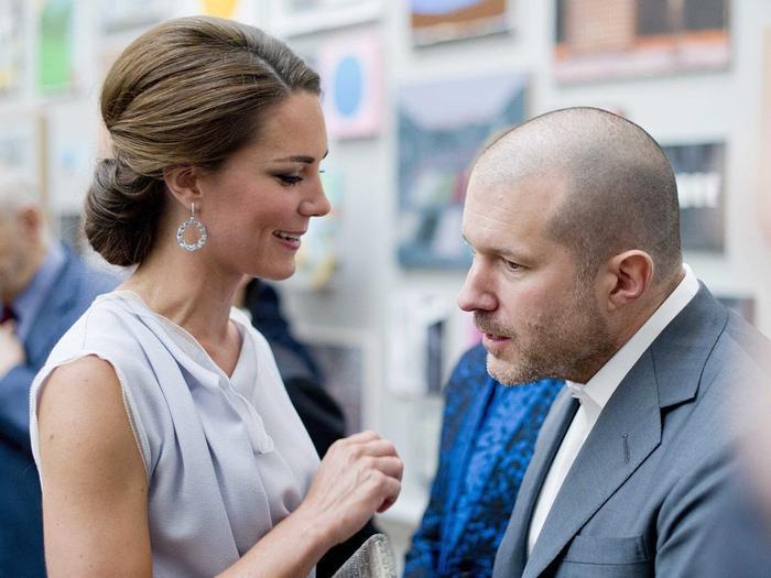 Ive cũng gặp Catherine, Nữ Công tước xứ Cambridge vào năm 2012 tại Học viện nghệ thuật hoàng gia.