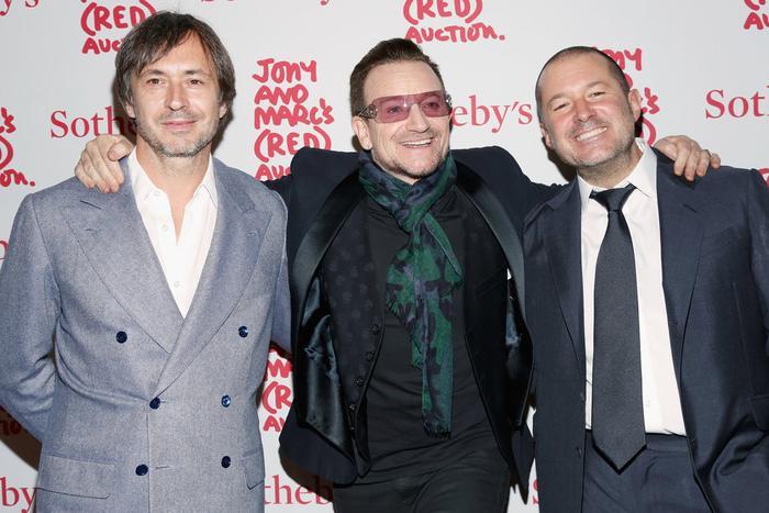 Ông là một người bạn của Bono (nhóm U2) và nhà thiết kế nổi tiếng Marc Newson.