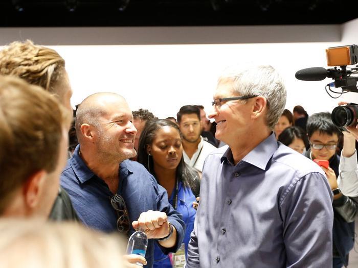 Tháng 5 năm 2015, Ive được đề bạt lên chức vụ nhà thiết kế trưởng tại Apple.