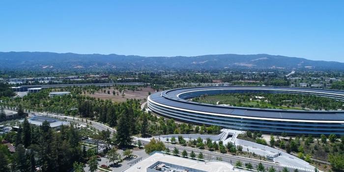 Từ năm 2015 đến 2017, Ive tập trung thiết kế trụ sở chính mới của Apple.