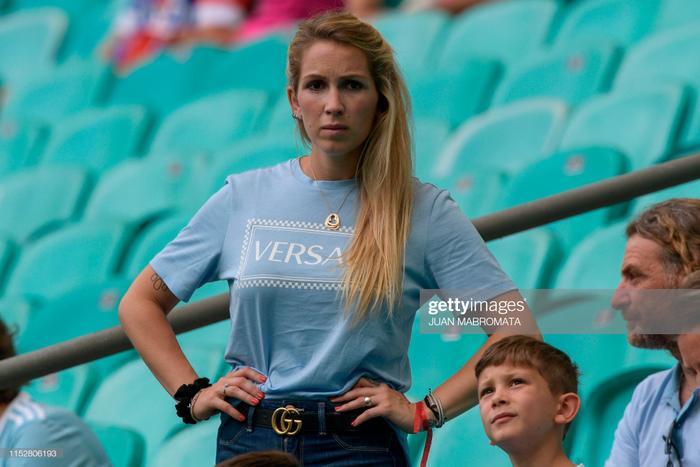 Đây cũng là lần đầu tiên trong lịch sử yêu nhau, Sofia dự khán theo dõi mà Suarez và đồng đội lại thua cuộc. Trước đó, trong 23 lần trực tiếp đến sân theo dõi ngôi sao Barcelona thi đấu, Suarez luôn giành chiến thắng hoặc ít nhất là một kết quả hoà.
