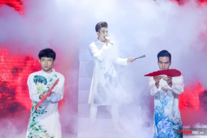 Thử sức với Thư pháp, hot boy đội Tuấn Ngọc  Hoàng Đức Thịnh vào top 9 The Voice 2019 ảnh 9