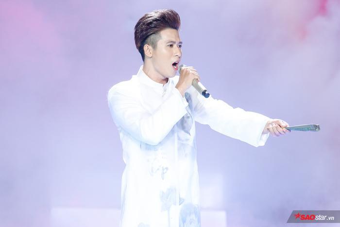 Thử sức với Thư pháp, hot boy đội Tuấn Ngọc  Hoàng Đức Thịnh vào top 9 The Voice 2019 ảnh 0