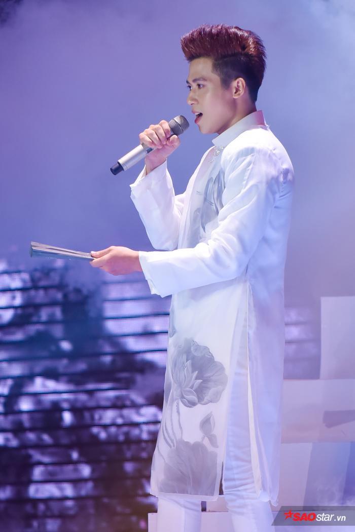 Thử sức với Thư pháp, hot boy đội Tuấn Ngọc  Hoàng Đức Thịnh vào top 9 The Voice 2019 ảnh 2