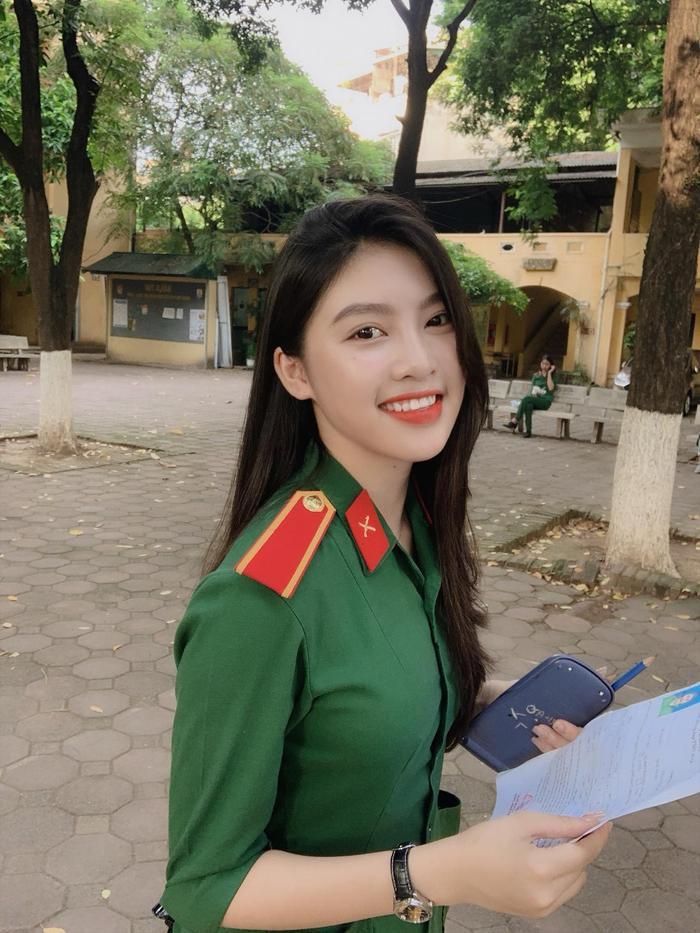 Nữ sinh sinh năm 2001 gây ấn tượng với gương mặt xinh xắn trong kỳ thi THPT Quốc gia 2019 vừa qua.
