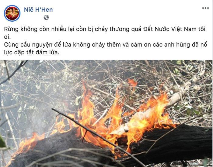 Hoa hậu Hoàn vũ Việt Nam 2017 cũng gửi lời cám ơn đến những người hùng đã nỗ lực cứu rừng.