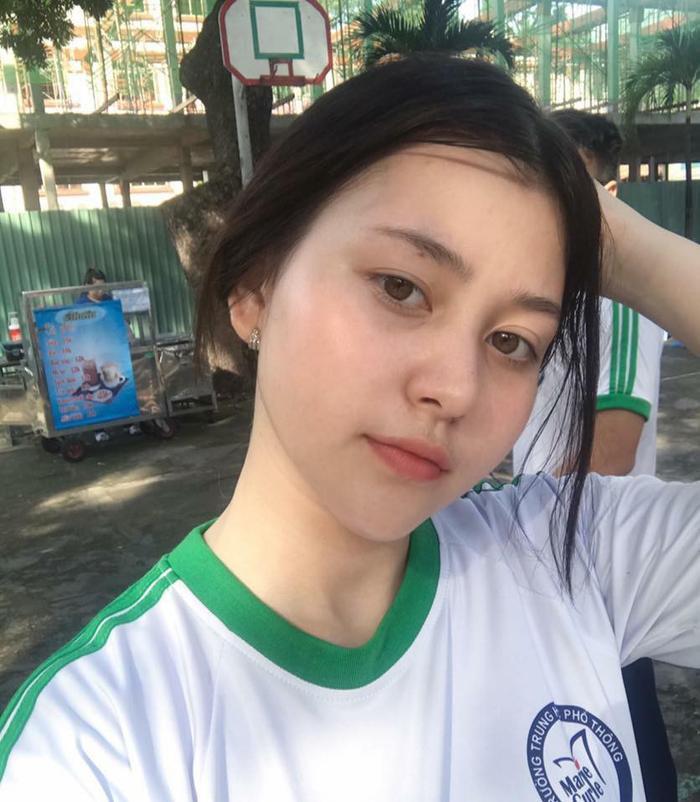 Cô nàng Wilson Nhật Anh (sinh năm 2002) không chỉ sở hữu thân hình nóng bỏng với số đo 3 vòng quyến rũ mà Nhật Anh còn sở hữu mặt mộc đáng ghen tỵ.