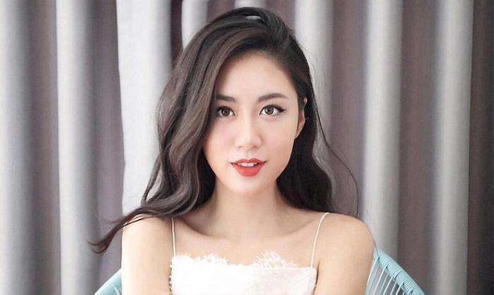 """Dù đóng vai cô Tấm nhạt nhòa trong mv """"Anh Ơi Ở Lại"""" nhưng nhan sắc ngoài đời của Mai Vân Trang lại khiến nhiều người trầm trồ vì quá xinh đẹp. Sở hữu một gương mặt khá thanh thoát, phù hợp với nhiều kiểu makeup từ sương sơng trong sáng đến quyến rũ kiêu kì,"""