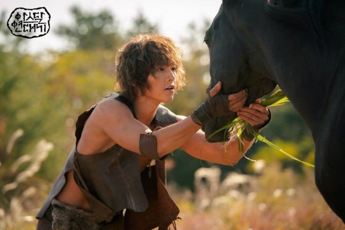 """Hình ảnh mới nhất củaSong Joong Ki trong phim """"Arthdal Chronicles"""""""