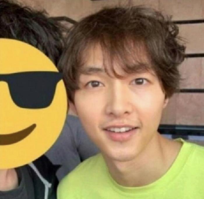 Bức ảnh được chụp khiSong Joong Ki còn ở trong quân đội