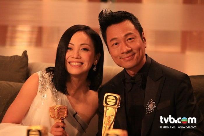 Những cặp tình nhân yêu đi yêu lại vẫn không khiến khán giả nhàm chán trên màn ảnh TVB (Phần 1) ảnh 18