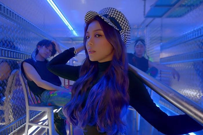 Ailee chính thức comeback với Room Shaker mang đến cảm giác khác biệt, mới lạ.