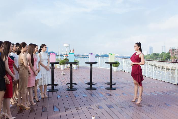 Với vai trò là đại sứ, hoa hậu Tiểu Vy đã gặp gỡ và đặt ra thử thách cho 20 thí sinh thông qua các dự án nhân ái.