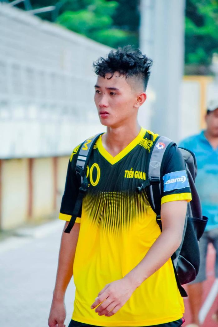 Không thua gì U23, tuyển U18 Việt Nam cũng toàn các cầu thủ đẹp trai đây này!