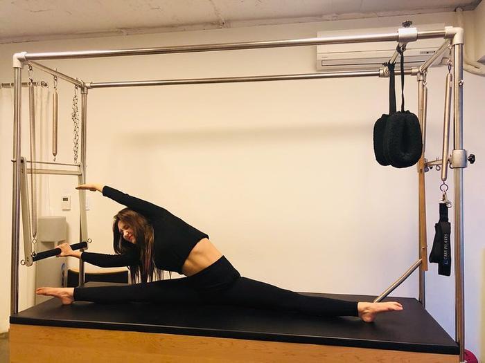 Trước đây Somi cũng thường chia sẻ những bức ảnh và video cô đang tập pilates và tập thể dục trên Instagram của mình