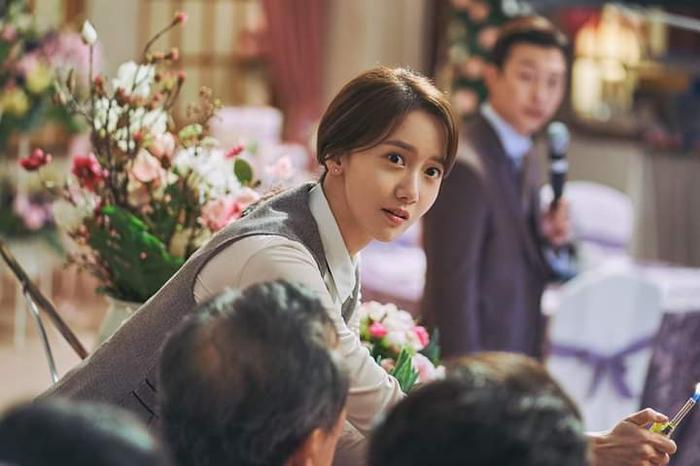 Im YoonA vào vai nữ nhân viên văn phòng Eui Joo.
