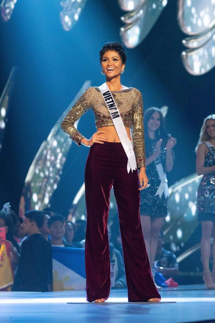 Chiêu thức này cũng từng được người đẹp áp dụng trong cuộc thi Miss Universe 2018 vừa qua.