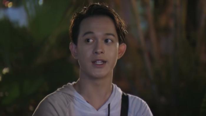 Nghe bố nói phải đưa chị Huệ về nhà rồi hai bố con đi tìm Dương, Bảo mắng bố là 'đồ bẩn tính'.