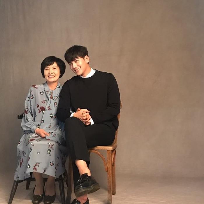 Ji Chang Wook và mẹ, người anh yêu thương nhất! (Nguồn ảnh: Instagram Ji Chang Wook)