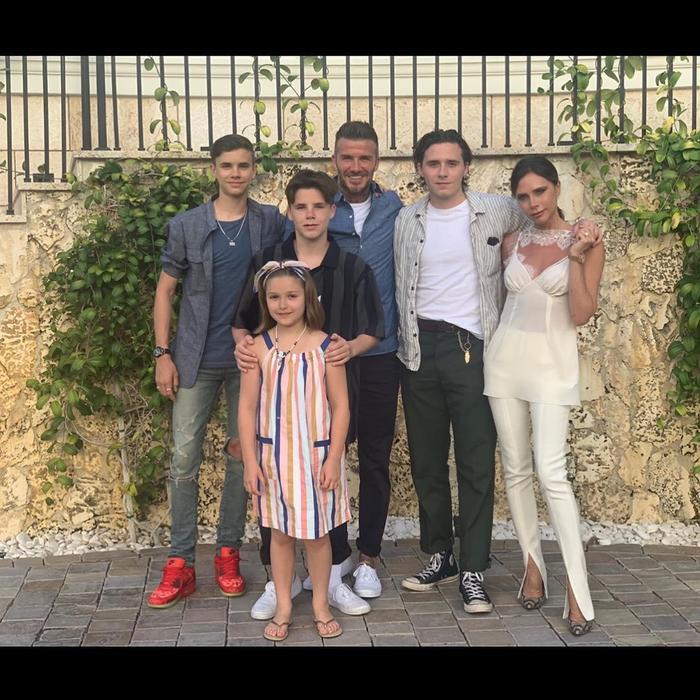 Nhà Beckham đã đón thêm 3 thành viên khác chào đời gồm 2 con trai Romeo, Cruz và cô con gái út Harper