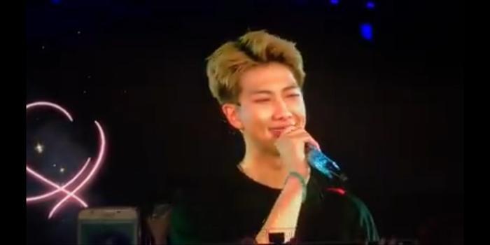 Clip: BTS khóc nức nở trên sân khấu concert, lý do giản đơn thế này…