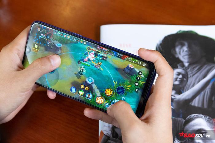Đánh giá khả năng chơi game liên tục 1 ngày trên Realme 3 Pro: Ngoài cấu hình mạnh mẽ còn nhiều trang bị đáng chú ý! ảnh 3