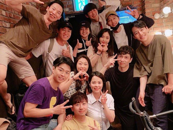Tấm ảnh được Sina cho là lần đầu Song Joong Ki xuất hiện sau tuyên bố ly hôn, thực chất là ảnh cũ trước ngày công bố tin shock ảnh 0