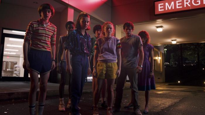 Tập 1 của Stranger Things mùa 3 đã để lại khá nhiều thắc mắc cho khán giả.