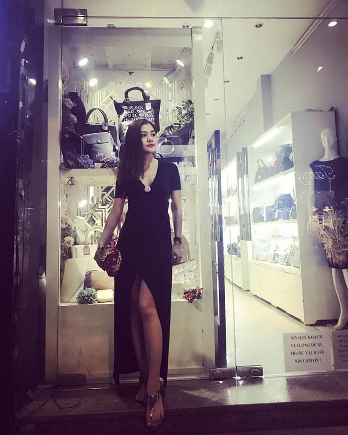 Gu thời trang sành điệu không kém gì cô em hotgirl nổi tiếng của Thùy Vân.