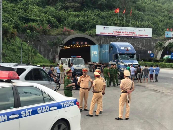 Trạm CSGT cửa ô Hoà Hiệp (TP Đà Nẵng)triển khai lực lượng chốt chặn bắt giữ Dương tại phía Nam hầm Hải Vân.