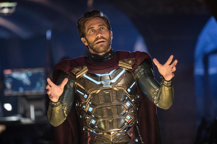 Mysterio có vẻ đã qua đời sau khi bị hứng đạn lạc từ một drone mà hắn điều khiển.